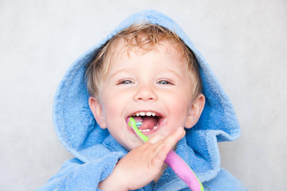 Cómo cuidar la higiene y limpieza dental de los niños