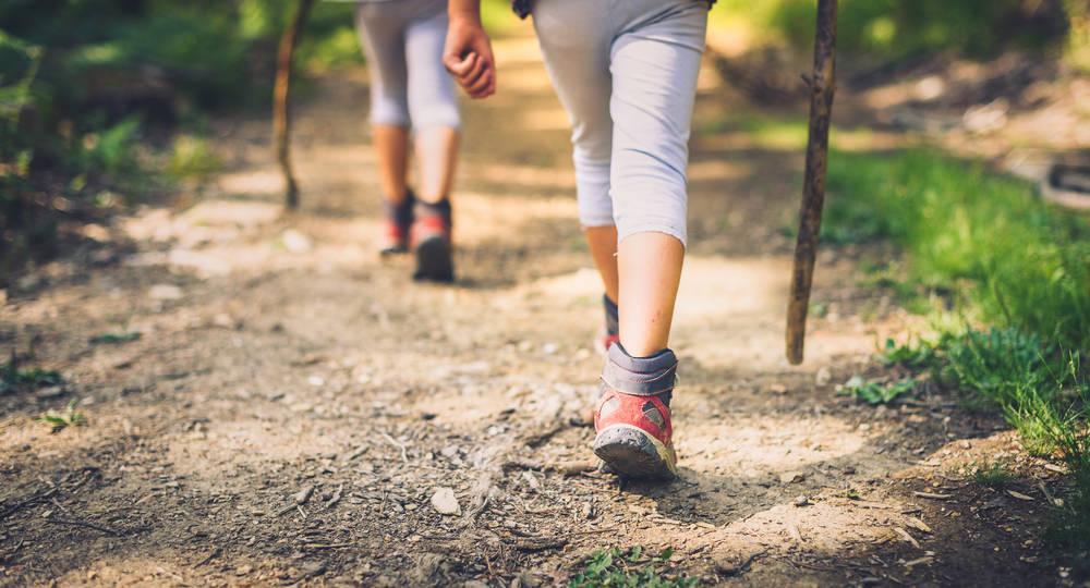 El senderismo, una actividad ideal para disfrutar en familia