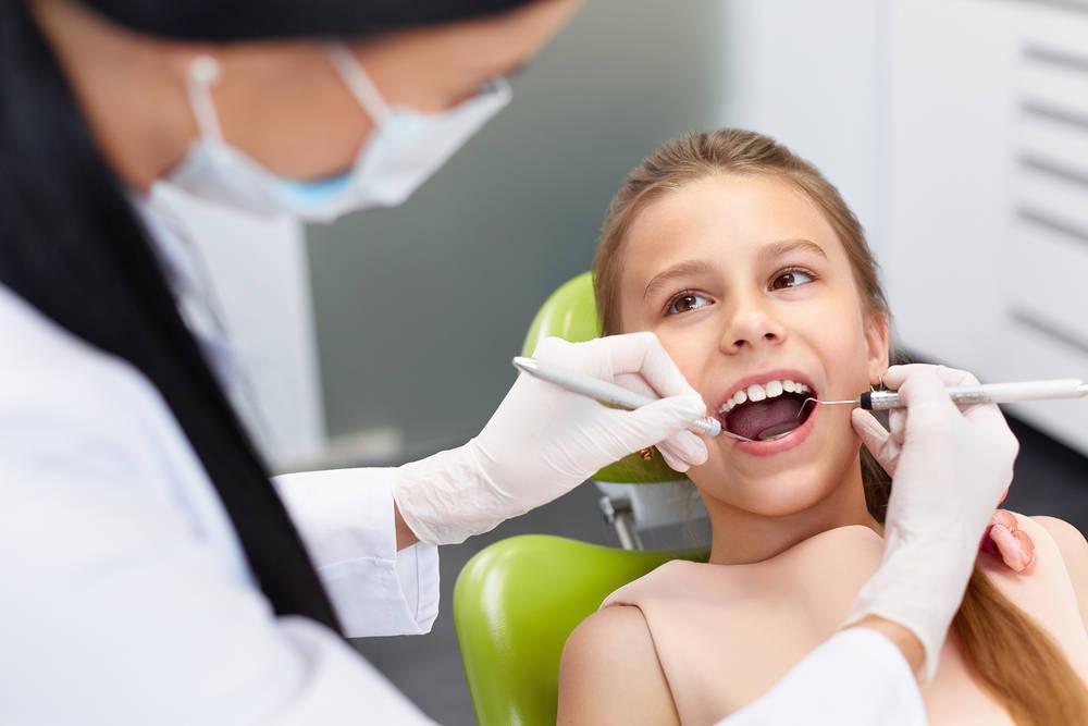Cómo ayudar al niño con sus visitas al dentista