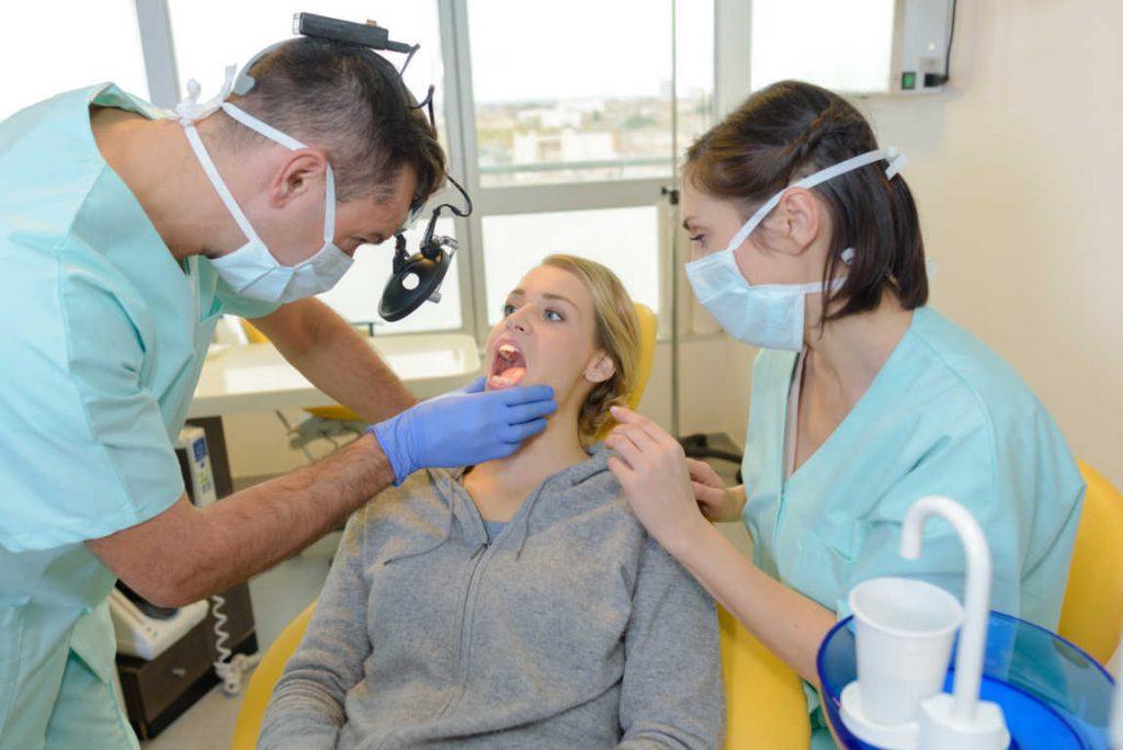 ¿Qué son los dientes natales?